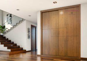 Puertas de armarios correderas en chapa barniz cerezo teñido, con pantografiado dibujo fresado