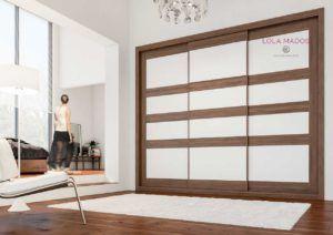 Armario empotrado de puertas correderas a medida melamina blanca y Nogal, Serie Tabelle