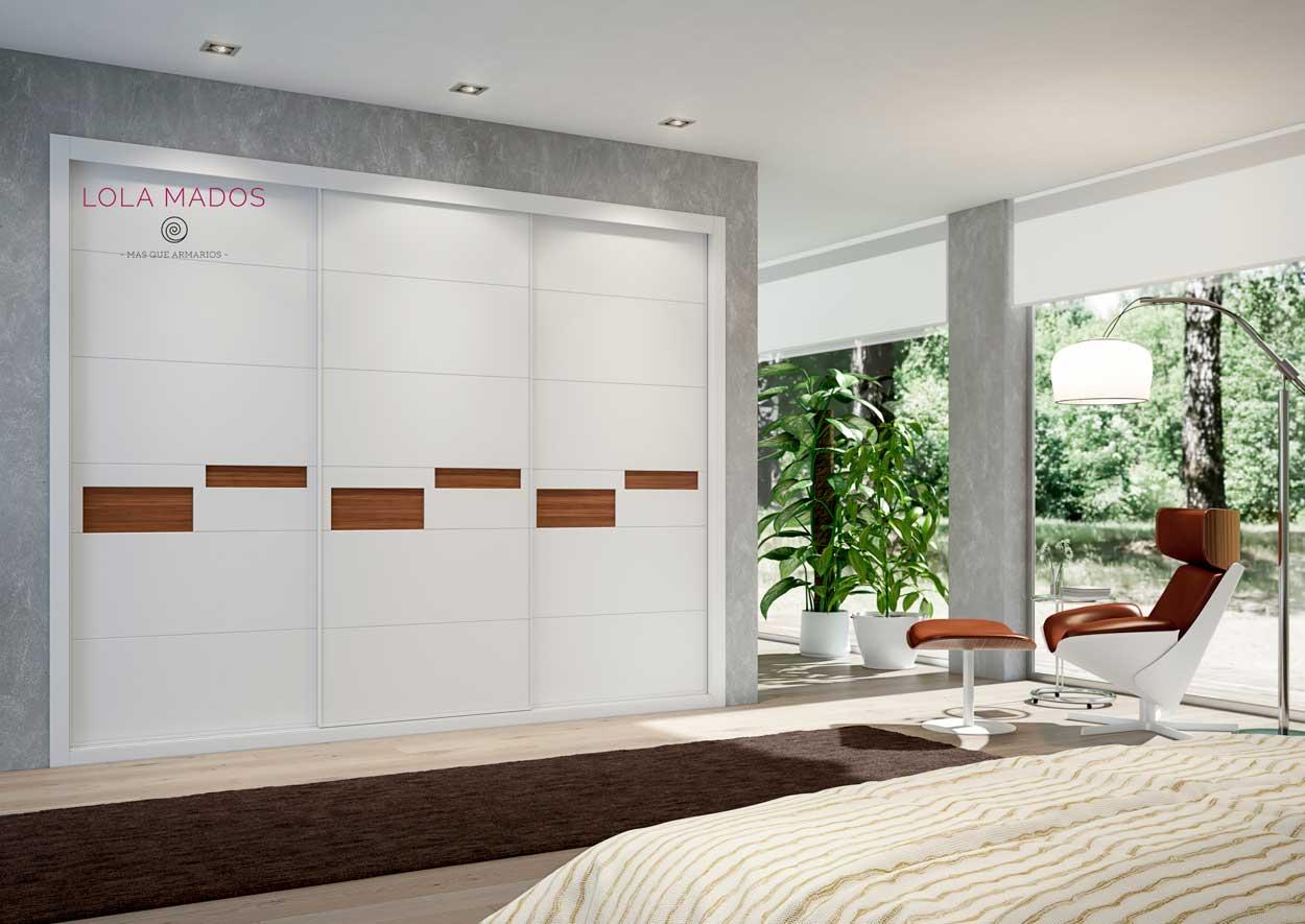 Armario de puertas correderas a medida, Serie Lite sin perfiles en la puerta, diseño minimalista,   pantografiado para  madera nogal