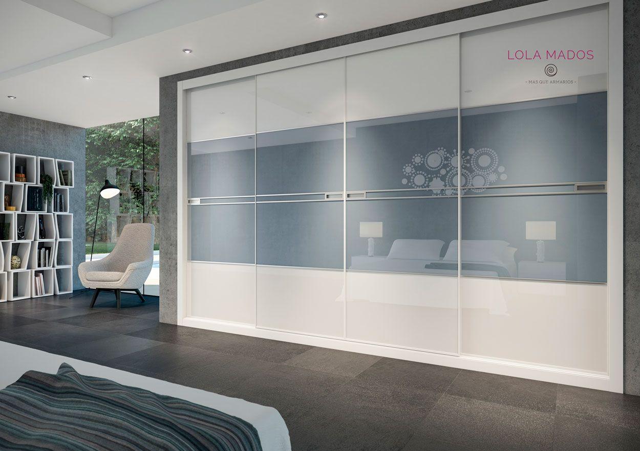 Armario de puertas correderas a medida, diseño minimalista, vidrio gris metalizado y vidrio extrablanco