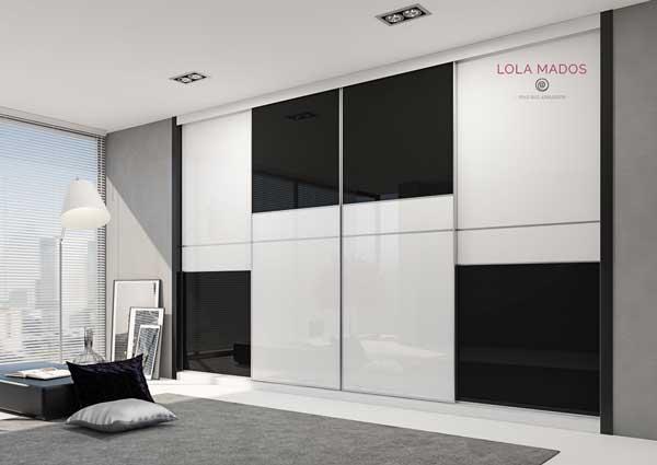 Armario a medida de puertas correderas con vidrio blanco y vidiro negro, serie Slim