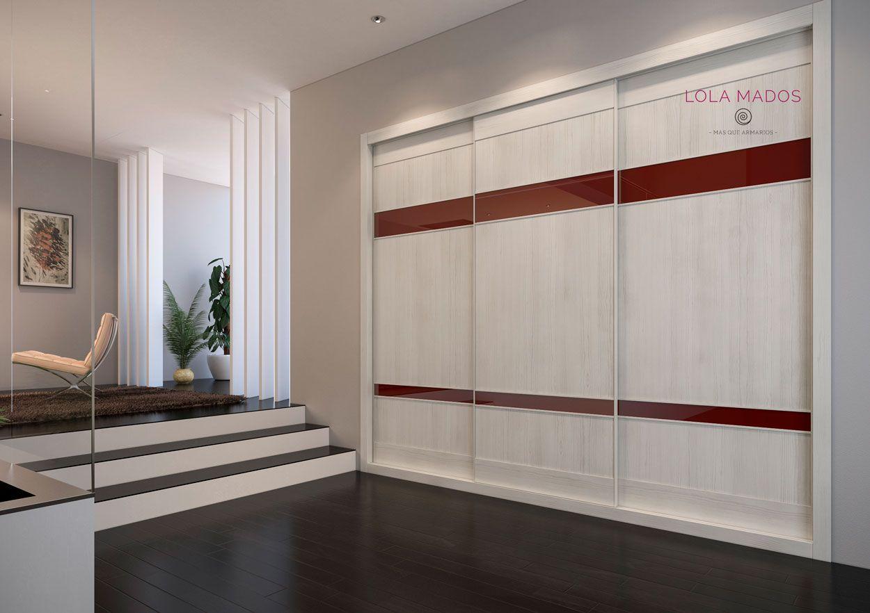 Armario a medida de puertas correderas con dos fajas en vidrio chocolate y melamina blanco ceniza, serie Slim