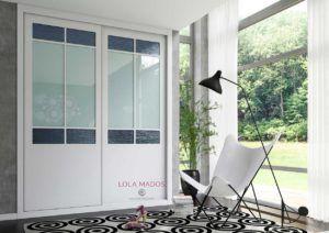 Armario de puertas correderas, lacado blanco con vidrio Ikura gris