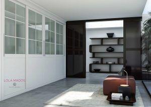 Armario a medida de puertas correderas lacado blanco con fresado en palillera en la puerta