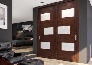 Armario de puertas correderas Wengue y vidrio blanco