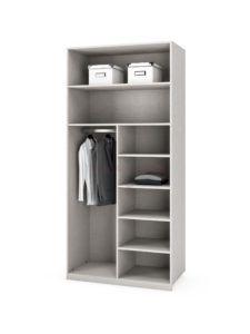 interior armario con baldas