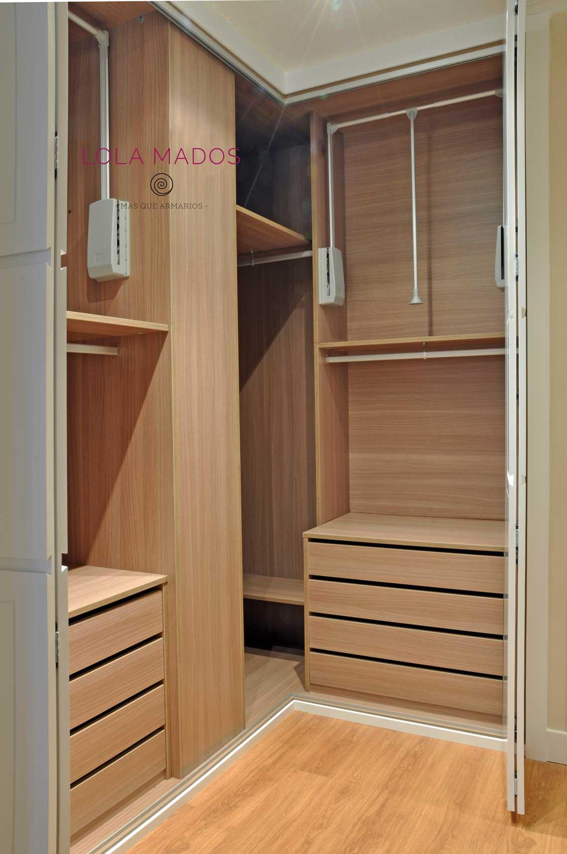 interior armario en esquina con barras elevables