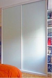 2 puertas correderas a medida con vidrio blanco