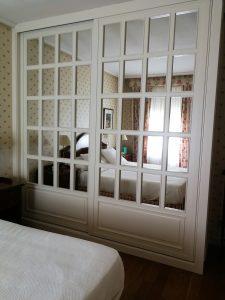 Armario empotrado lacado blanco con espejo